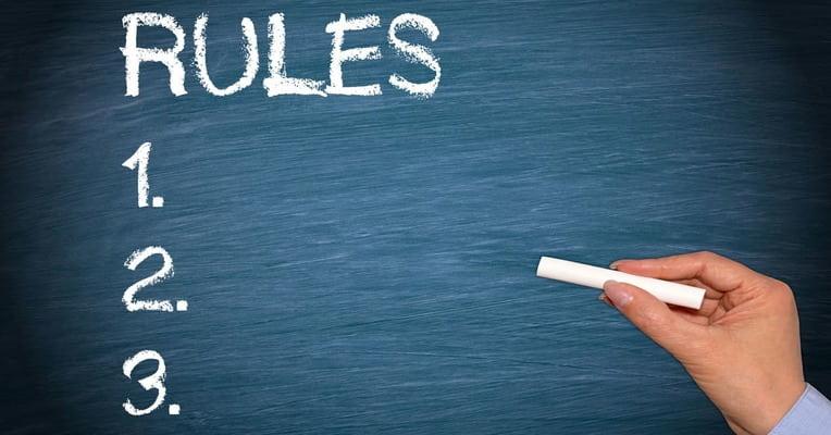 Черна дъска с 3 правила за попълване